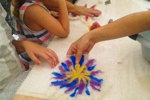 Atelier-Créatifs-Enfants-Comment-Feutrer-Laine