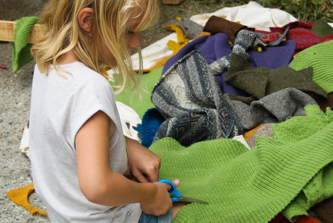 Atelier-Créatifs-Enfants-Recyclage-Chute-Tricot