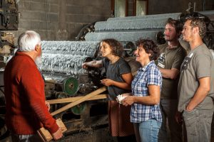 Visites-Guidees-Atelier-Production-Artisanat-Laine-Ardeche