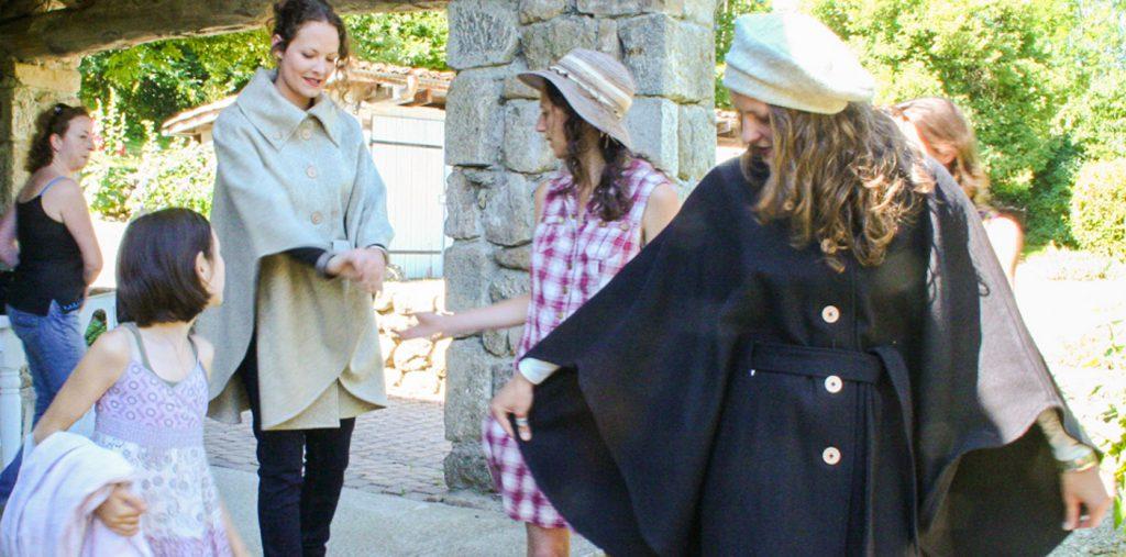 Séance photo avec la cape en feutre de laine Aurance