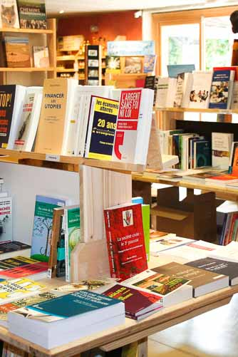 Librairie-Thématique-Indépendante-Saint-Pierreville-Ardelaine