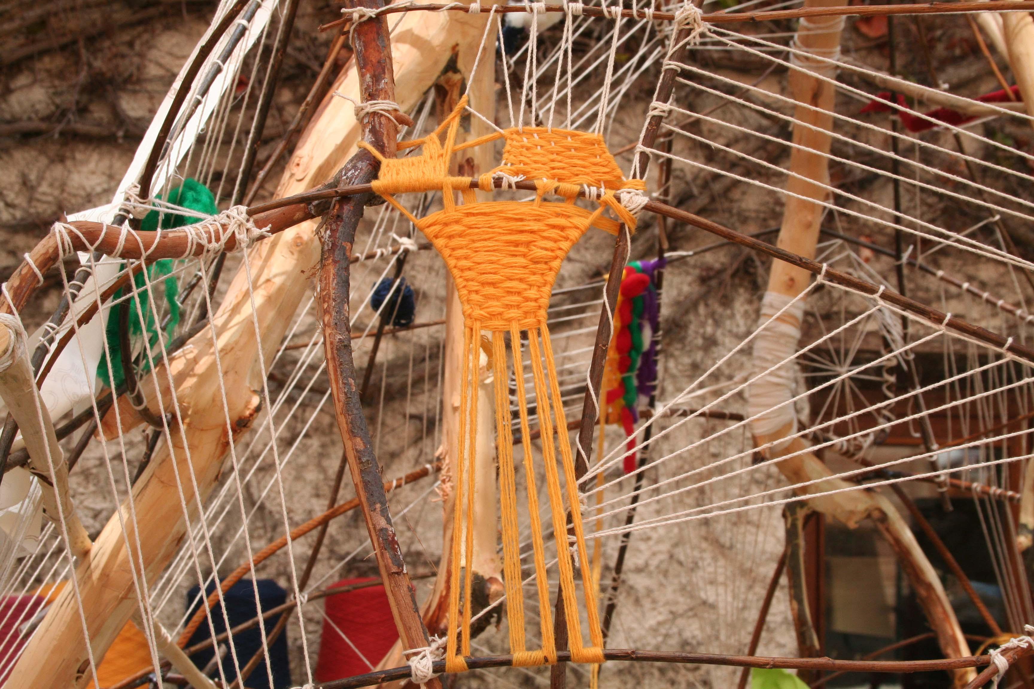 Atelier-tissage-Ardelaine-que-faire-en-ardeche-enfants-activités-saint-pierreville